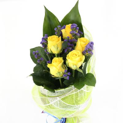 Кустовые розы в букете 5 штук, цветы из ленточек к школе
